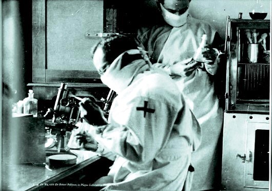 En 1911, Wu Liande y sus ayudantes trabajaron en su primer laboratorio. Imagen cortesía de Heilongjiang Wuliande Memorial Hall.